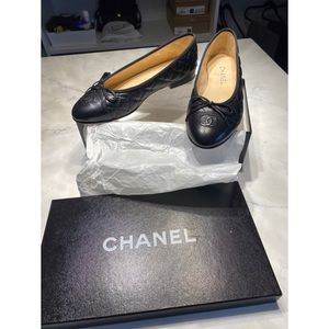Authentic CHANEL Quilted Ballet Flats sz 39 (US 8)